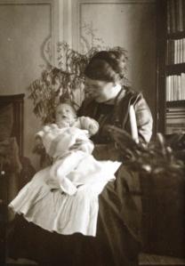 mamma med mormor liten